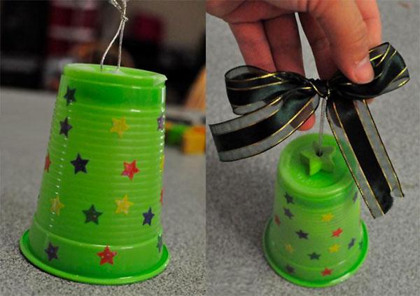 Idee per creare decorazioni natalizie con bicchieri di plastica