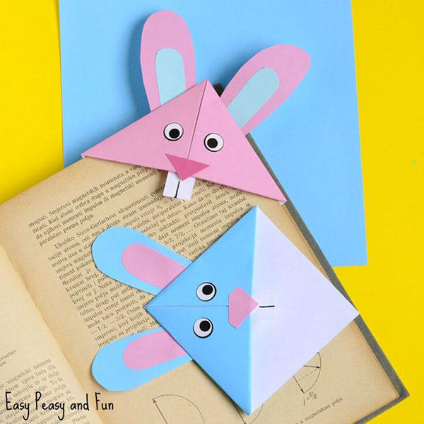Coniglietti segnalibri con tecnica origami come lavoretto di Pasqua