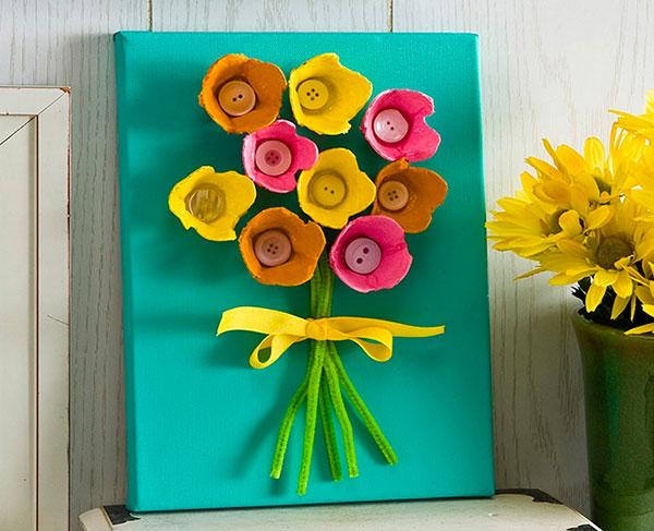 Come creare dei fiori con cartone portauova come lavoretto di primavera