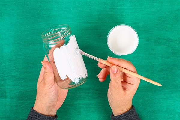 Come dipingere il barattolo di vetro per creare il coniglietto pasquale