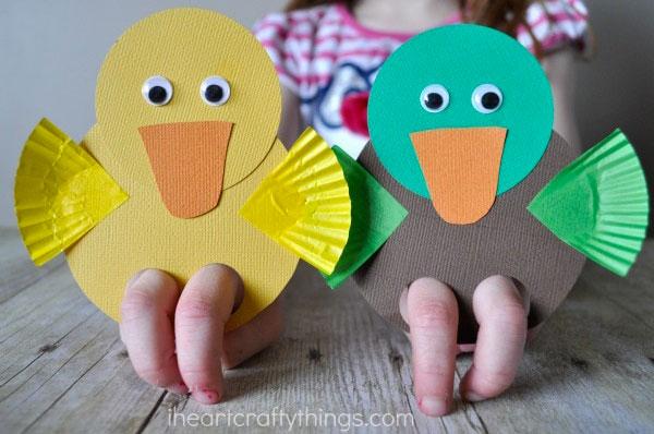 Come creare delle papere di cartoncino come lavoretto di primavera