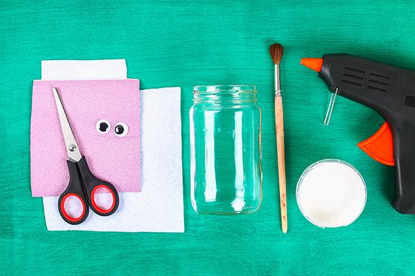 Occorrente per la creazione del coniglio pasquale con barattolo di vetro