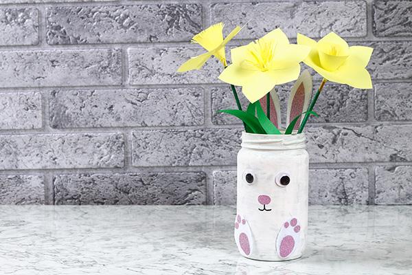 Come creare un vaso a forma di coniglietto pasquale con un barattolo