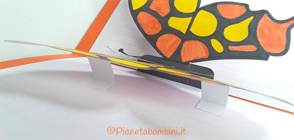 Inserimento dei supporti alle ali della farfalla per il biglietto pop-up