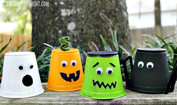 Idee per personaggi di Halloween con bicchieri di plastica