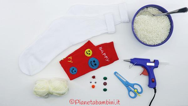 Occorrente per la creazione del pupazzo di neve con calzino