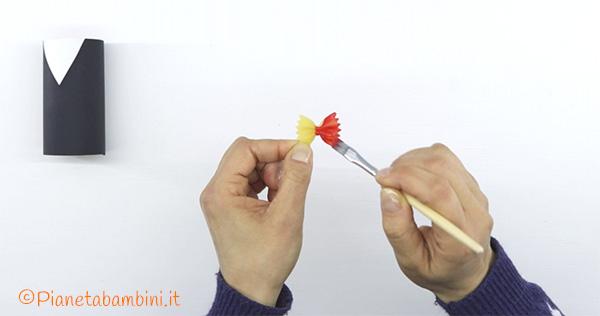 Come dipingere la farfalla per creare per lo smoking con fine rotolo