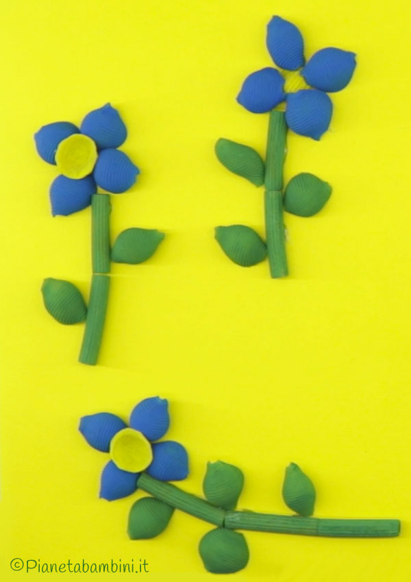 Come creare die fiori blu con pasta cruda