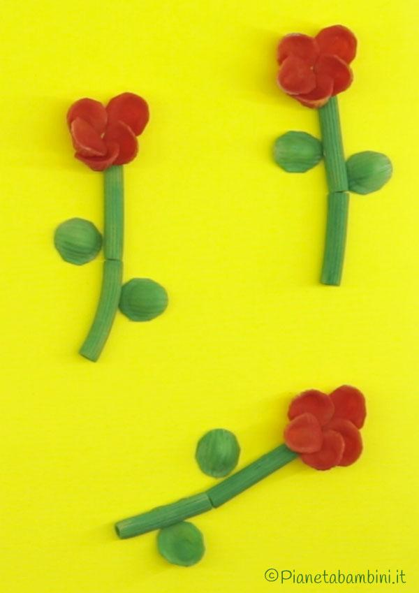 Come creare dei fiori rossi con pasta cruda
