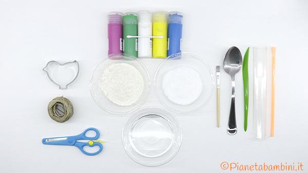 Occorrente per le decorazioni in pasta di sale per l'albero di Pasqua