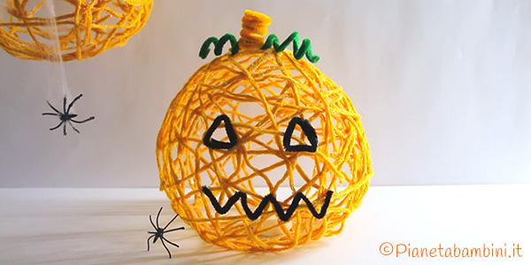 Zucca di Halloween con filo e palloncino