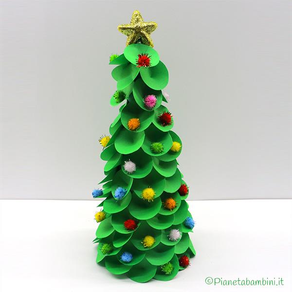 Tutorial albero di Natale con carta e pon pon