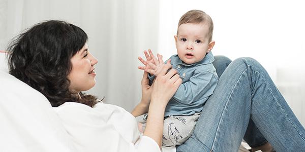 Gioco batti le manine per neonati