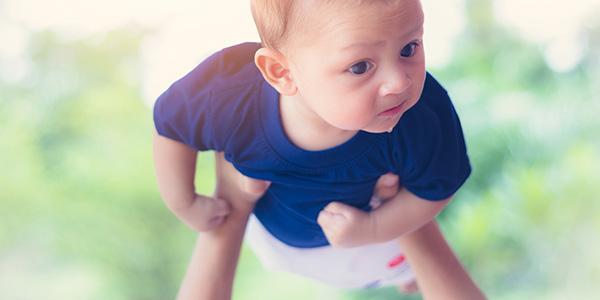 Gioca vola vola vola neonato